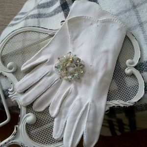 VINTAGE Ladies WHITE Gloves SPARKLY Brooch